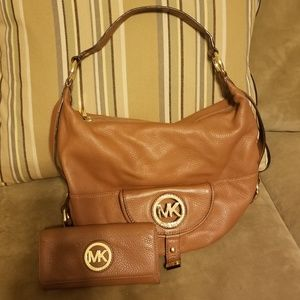 AUTHENTIC  EUC MICHEAL KORS Handbag and Wallet